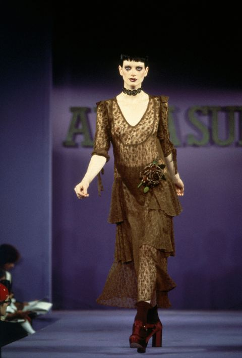 Fashion model, Fashion, Fashion show, Runway, Clothing, Fashion design, Dress, Haute couture, Event, Model,