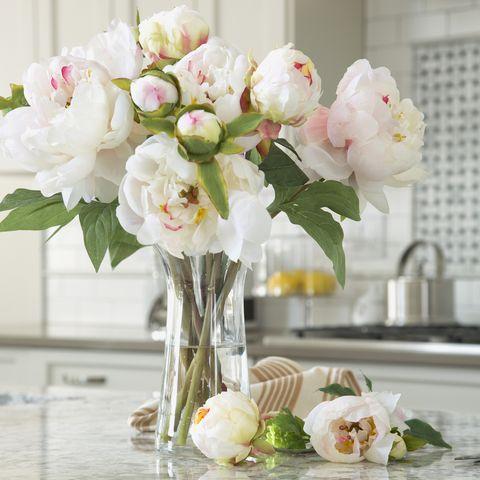 White, Flower, Cut flowers, Bouquet, Centrepiece, Pink, Plant, Vase, Table, Flower Arranging,