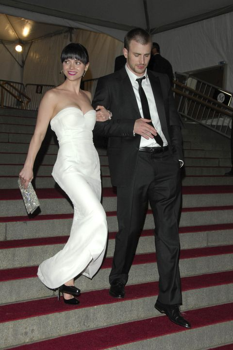 new york city, ny   may 7 christina ricci and chris evans attend the costume institute gala in honor of poiret king of fashion at the metropolitan museum of art on may 7, 2007 in new york city photo by chance yehpatrick mcmullan via getty images