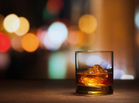 Drink, Liqueur, Old fashioned glass, Alcoholic beverage, Distilled beverage, Lighting, Alcohol, Whisky, Scotch whisky, Old fashioned,