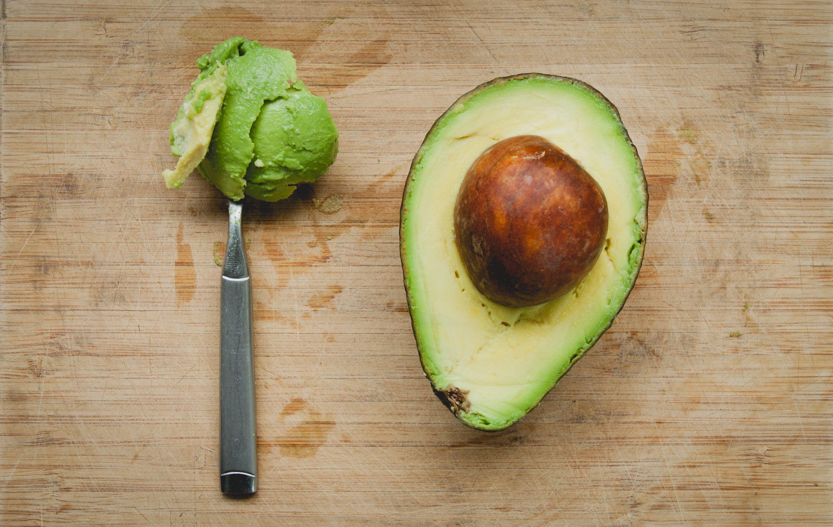 Nocciolo Di Avocado In Acqua l'avocado senza nocciolo, la cipolla che non fa piangere: i
