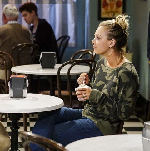 Conversation, Sitting, Coffeehouse, Restaurant, Table,