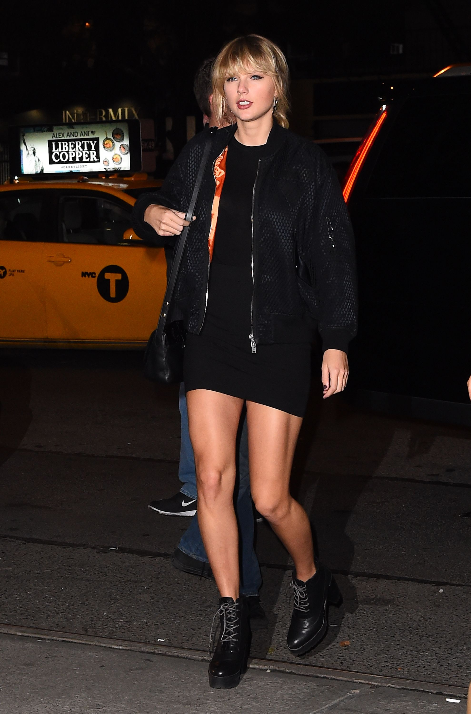 Taylor Swift Street Style - Cute Taylor Swift Outfits and Looks to Copy 7c46dff30