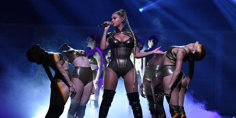 Performance, Entertainment, Performing arts, Stage, Performance art, Event, Public event, Concert, Fashion, Thigh,