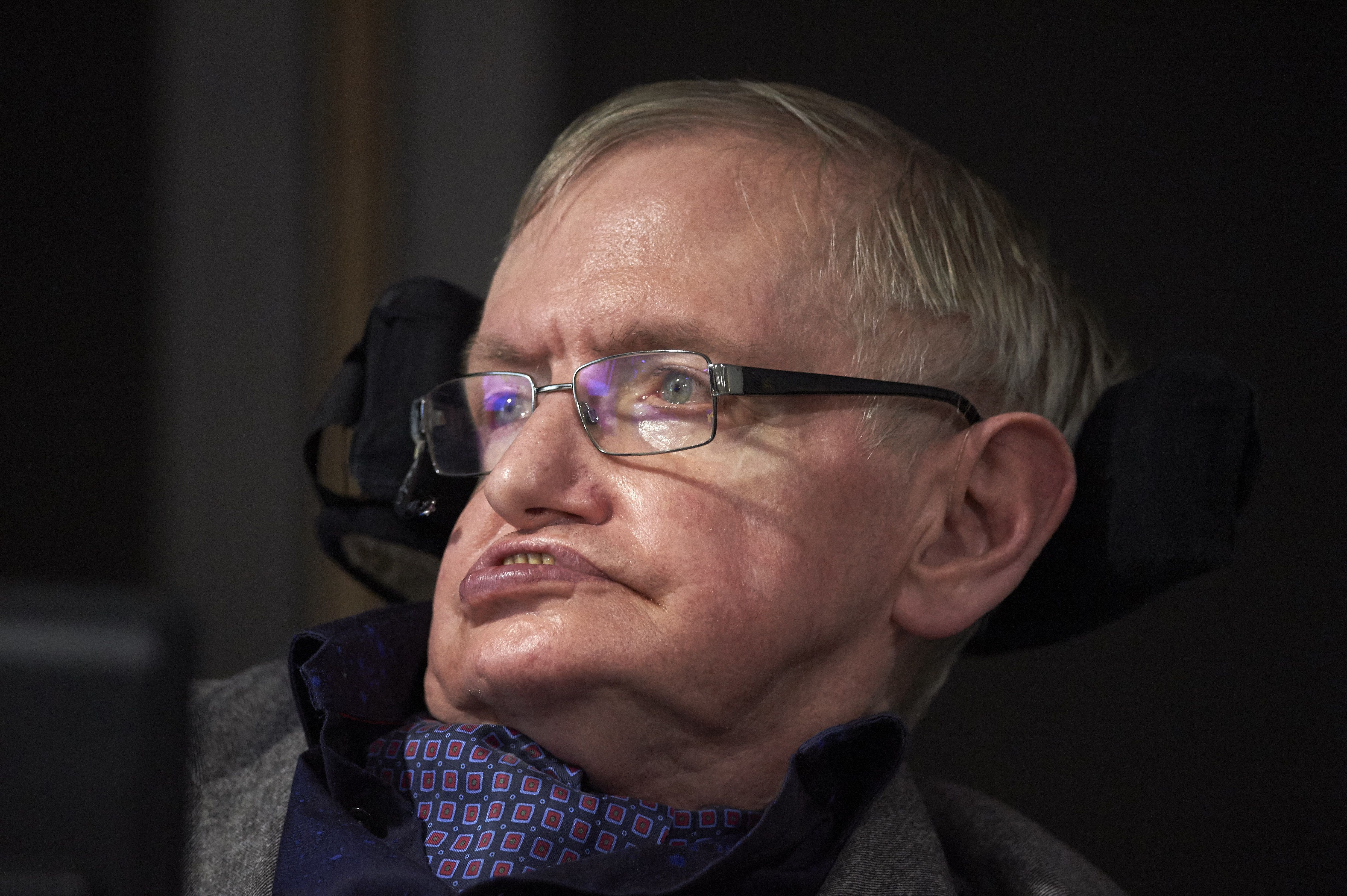 Stephen Hawking's Haunting Last Reddit Posts Are Going Viral
