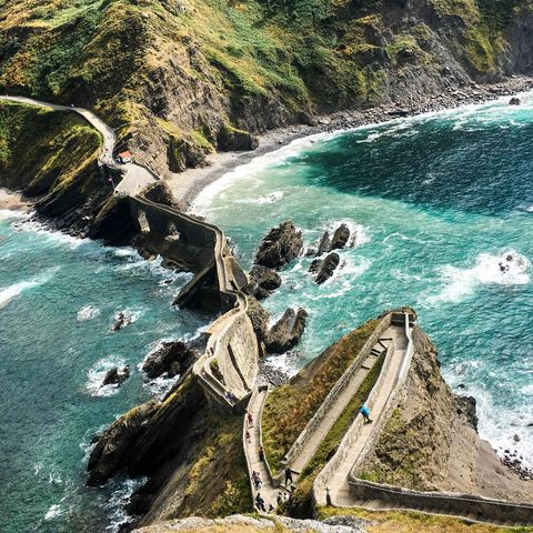 Body of water, Coast, Water, Sea, Water resources, Rock, Coastal and oceanic landforms, Promontory, Headland, Cove,