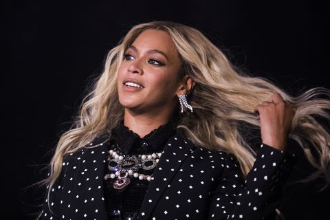 Beyonce Shows Off Her Earrings Cartilage Piercing