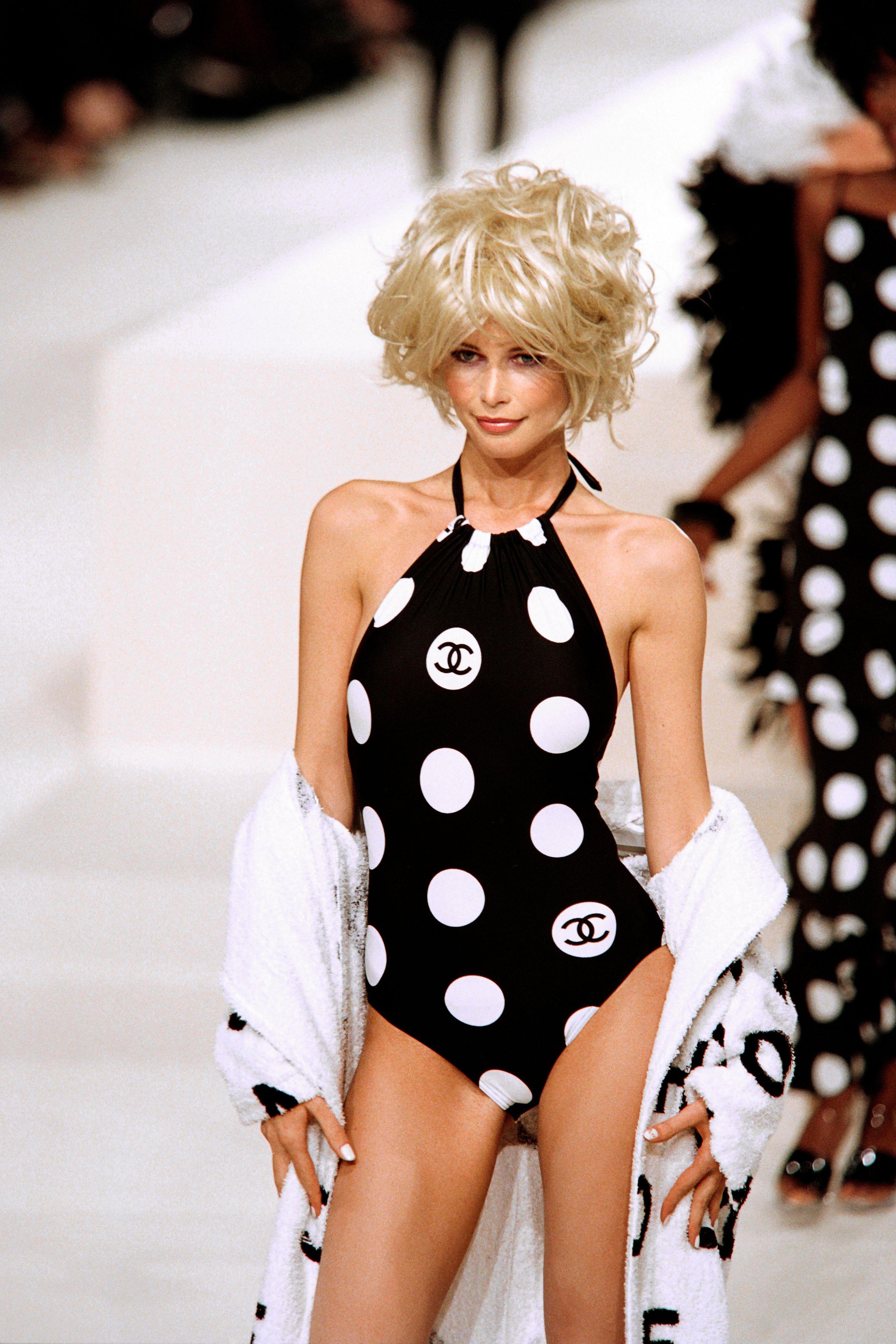 De Fendi a Gucci o cómo los bañadores con logo inundarán todo este verano (palabra de Emma Roberts)