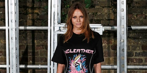 T-shirt, Clothing, Street fashion, Shoulder, Fashion, Top, Neck, Sleeve, Tree, Sportswear,