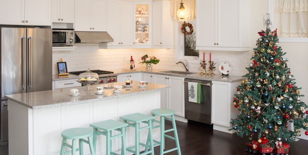 15 Christmas Kitchen Decor Ideas - How to Decorate Your Kitchen for ...