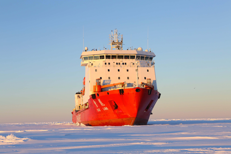 New Chinese military icebreaker 55
