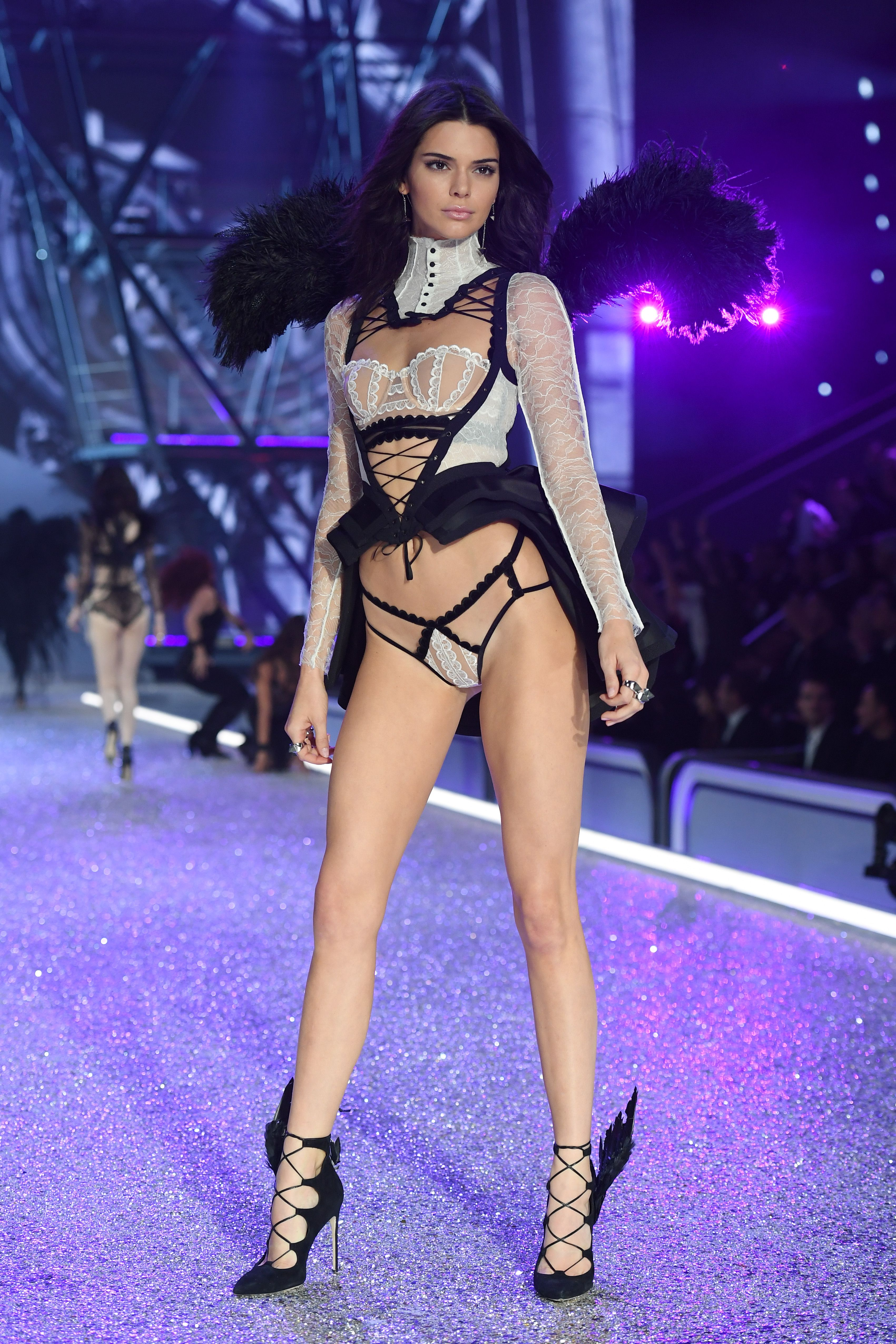 Victoria S Secret Fashion Show 2018 See Pictures Of Every Model In