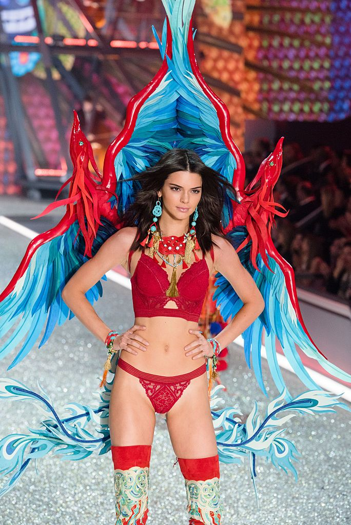 6 Secret Moves Kendall Jenner Uses to Transform Her Body