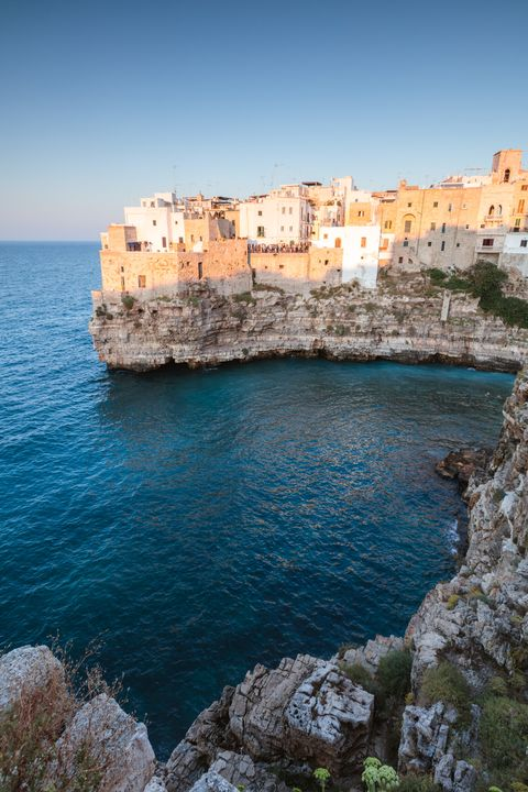 Body of water, Sea, Coast, Promontory, Azure, Coastal and oceanic landforms, Cliff, Klippe, Headland, Bay,