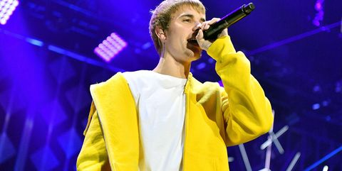 Performance, Music artist, Entertainment, Performing arts, Singing, Music, Singer, Song, Yellow, Event,