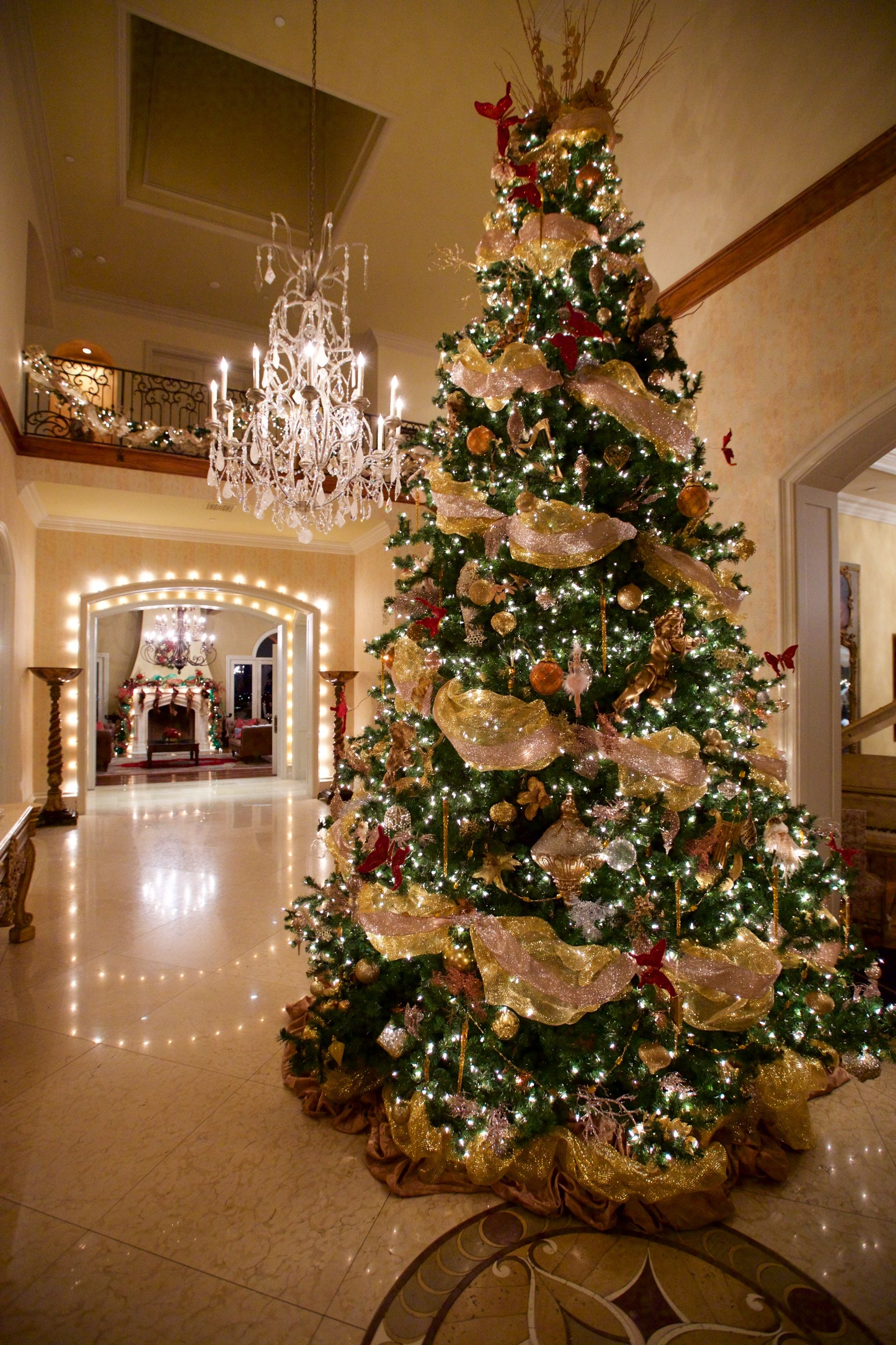 stunning christmas tree ideas for 2018 best christmas tree rh elledecor com decorating christmas tree ideas 2017 decorating christmas tree ideas 2018