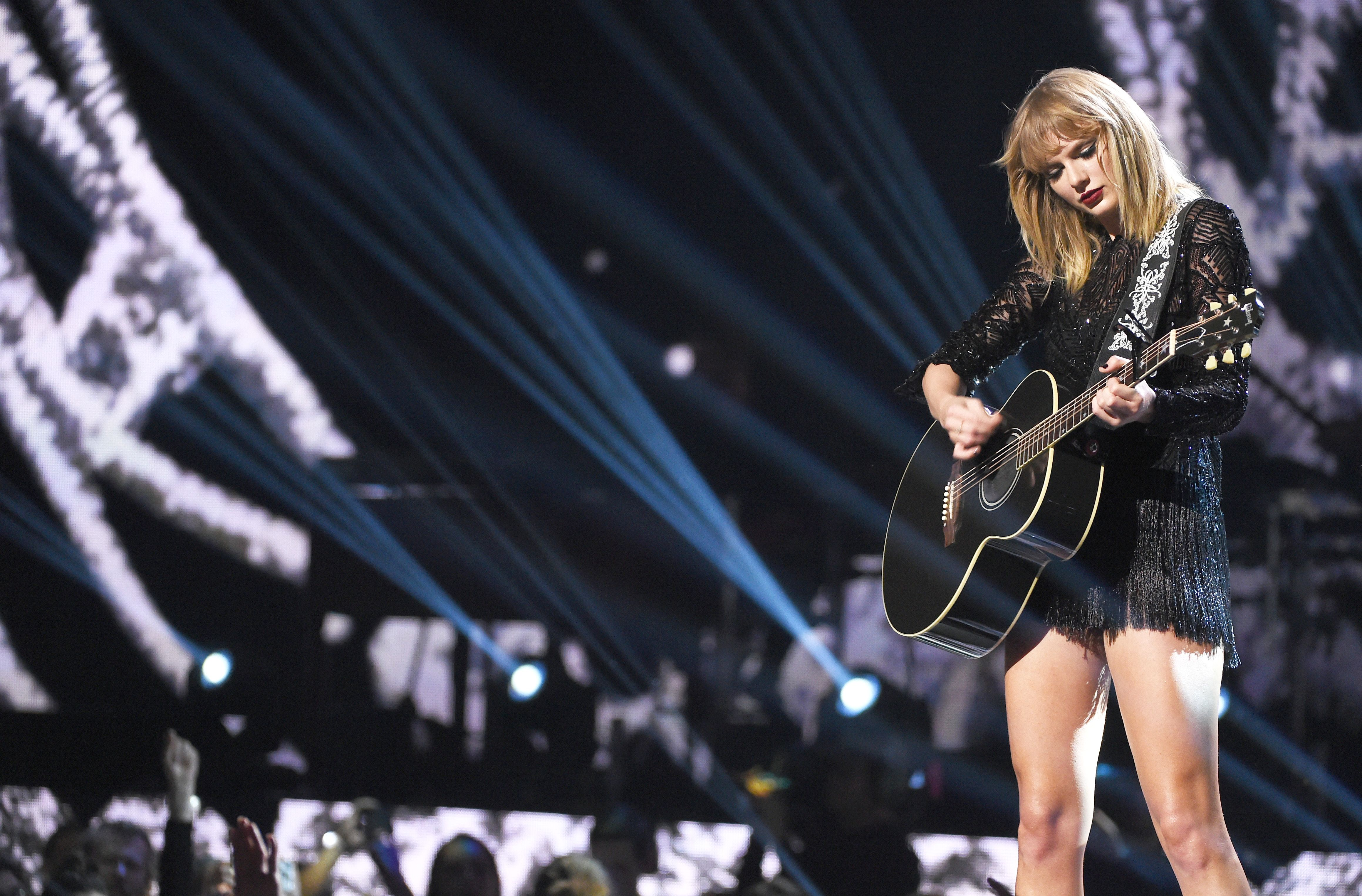 The 16 Best Taylor Swift Songs to Listen to - T Swift Playlist