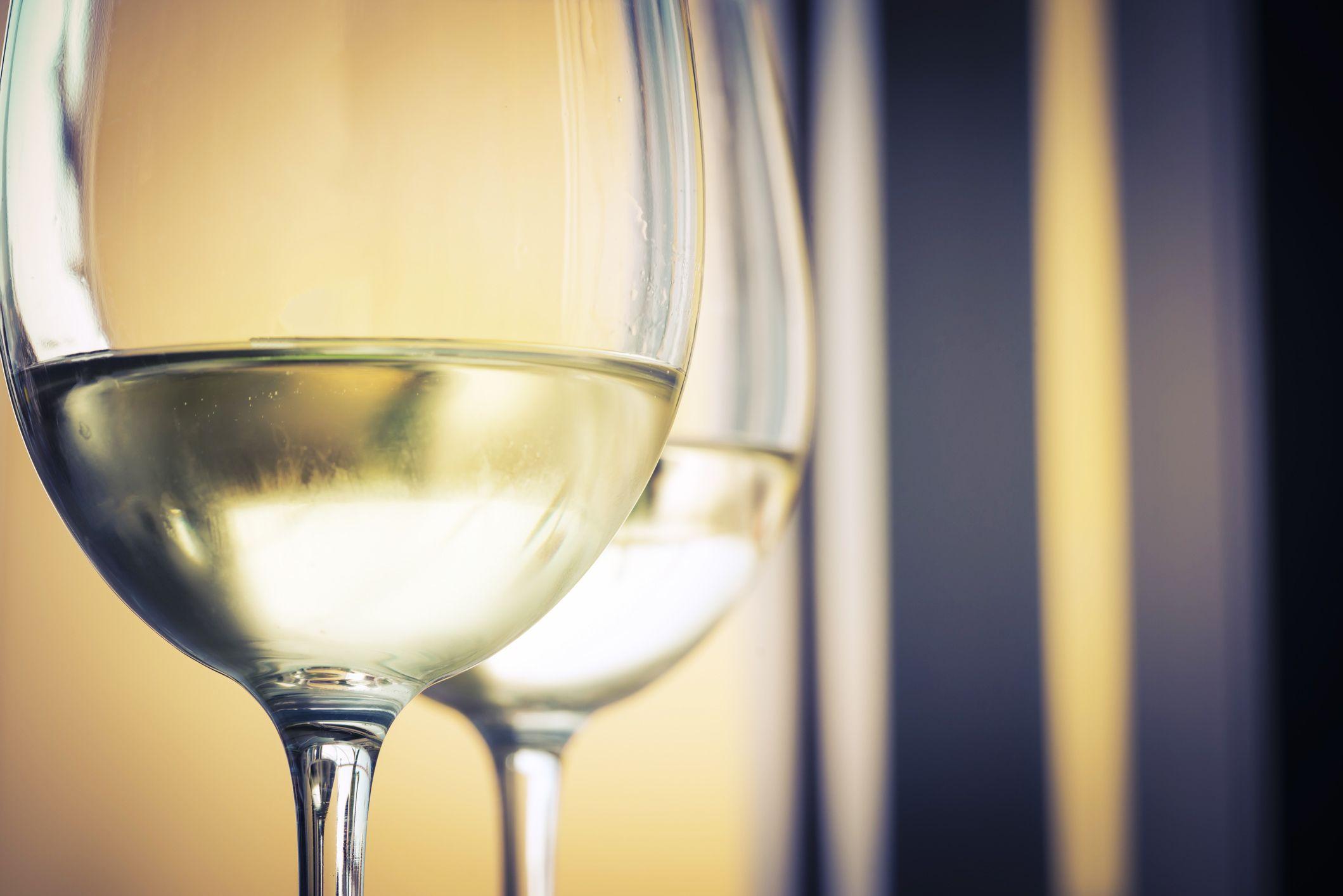 5 vini bianchi buonissimi sotto i 10 euro da comprare su Amazon