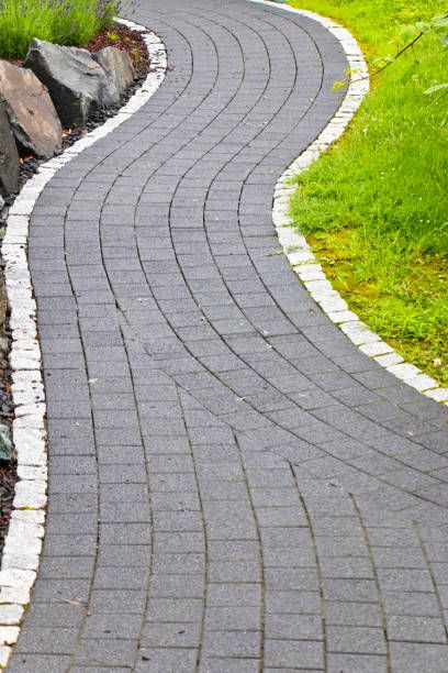 nice paved garden path in s shape