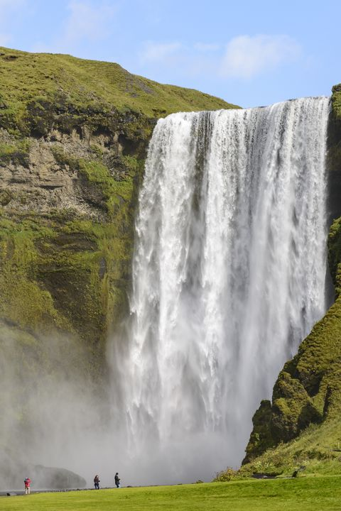 Waterfall, Body of water, Water, Water resources, Nature, Natural landscape, Chute, Watercourse, Water feature, Formation,