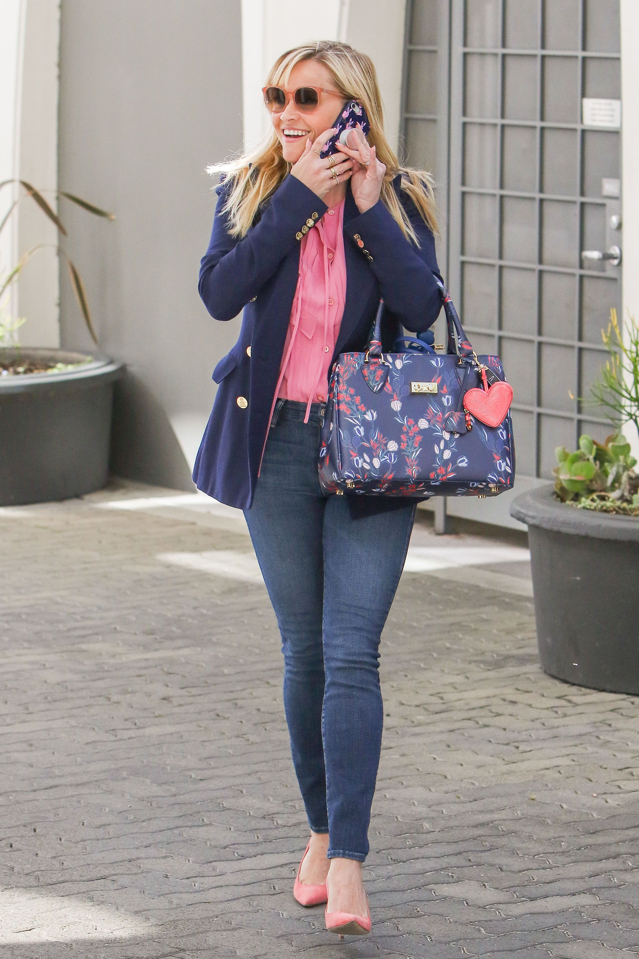 Reese witherspoon style how to dress like reese witherspoon buycottarizona
