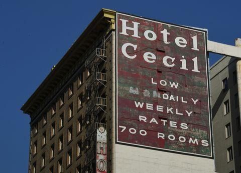 هتل بدنام سیسیل توسط شورای شهر با رأی موافق 10 صفر در لس آنجلس ، کالیفرنیا در تاریخ 28 فوریه 2017 ، یک بنای تاریخی فرهنگی اعلام شده است. هتلی که در سال 1924 ساخته شد ، حداقل 15 قتل و خودکشی بود بعنوان خانه ای موقت برای قاتلان زنجیره ای ریچارد رامیرز و جک اونتروگر ، آخرین فاجعه او این بود که بدنبال برپایی شکایت مهمانان از طعم آب مارک رالستون ، بدن برهنه الیزا لامز 21 ساله کانادایی در یک مخزن آب در سقف ساختمان ها پیدا شد اعتبار عکس باید مارک ralstonafp را از طریق گتی ایماژ بخواند