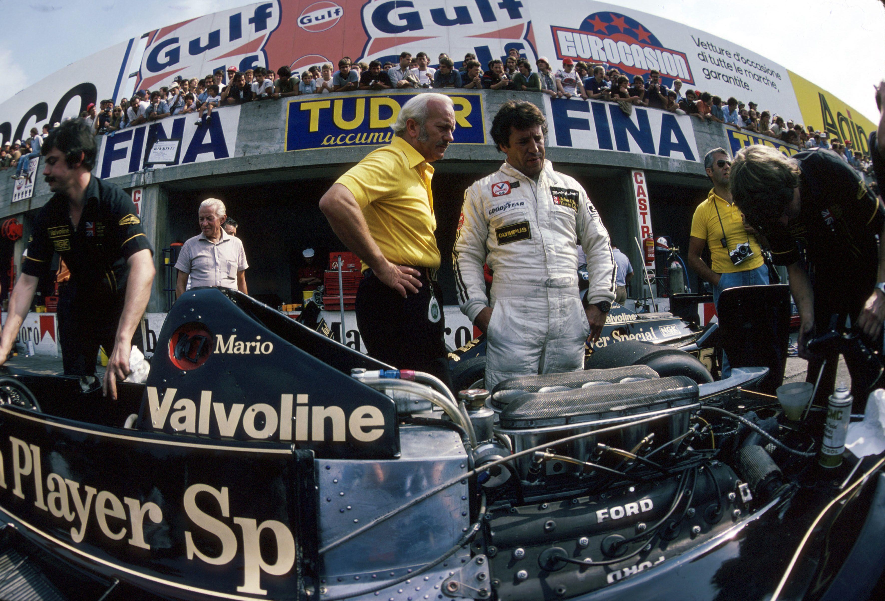 Formel 1, Grand Prix Italien 1978, Monza, 10.09.1978 Boxengasse, Lotus-Box Mario Andretti Colin Chapman, Lotus Lotus-For