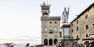 Piazza della Libertà, the Palazzo Pubblico (Public Palace, Town Hall) and the  Statua della Libertà (Statue of Liberty) by Stefano Galletti (1876)