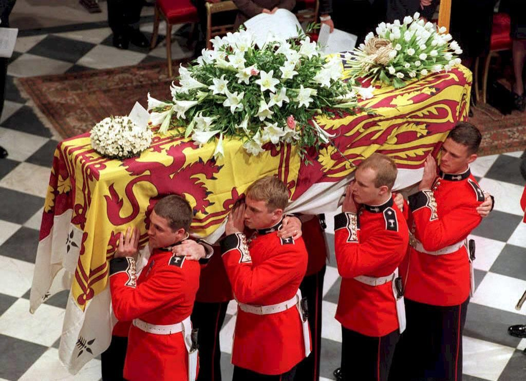 Princess Diana Funeral Photos - 30 Unforgettable Moments at the