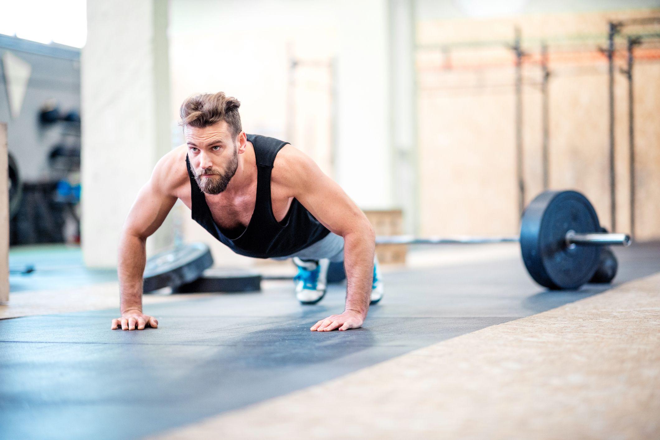 tabla de abdominales y flexiones para principiantes