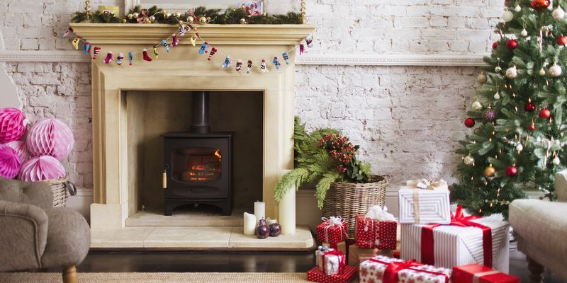 15 stunning christmas living rooms holiday living room - Christmas decoration in living room ...