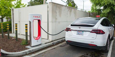Land vehicle, Vehicle, Tesla model s, Car, Tesla, Transport, Parking, Family car, Luxury vehicle, Electric car,