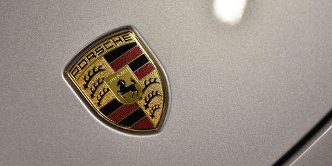Badge, Symbol, Logo, Metal, Emblem, Material property, Close-up, Circle, Trademark, Crest,