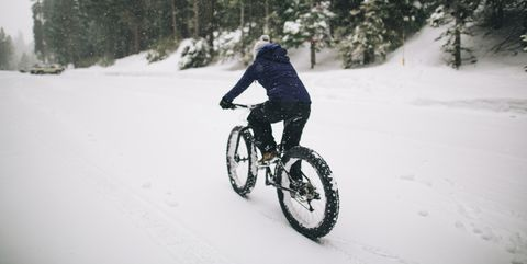 Snow, Cycling, Mountain bike, Vehicle, Bicycle, Winter, Cycle sport, Downhill mountain biking, Recreation, Freezing,