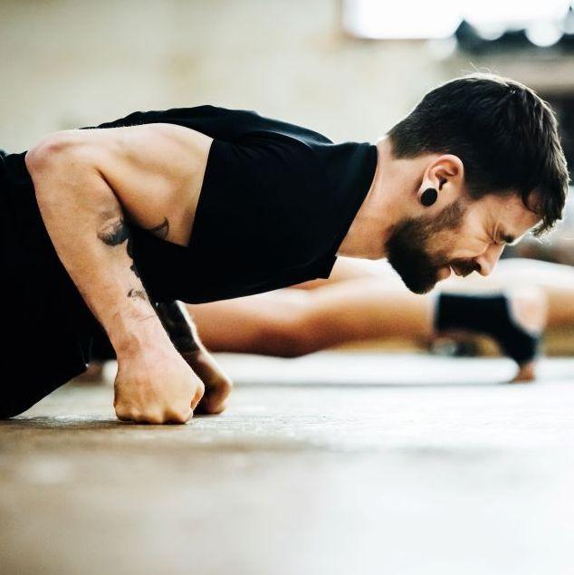 man in gym doing push ups