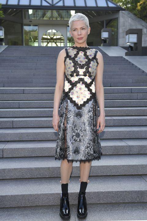 Clothing, Stairs, Dress, Shoulder, Style, Street fashion, Pattern, Fashion, Black, Knee,