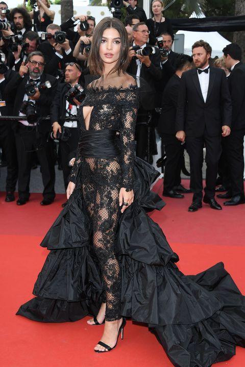 Red carpet, Carpet, Dress, Clothing, Premiere, Fashion model, Flooring, Fashion, Strapless dress, Shoulder,
