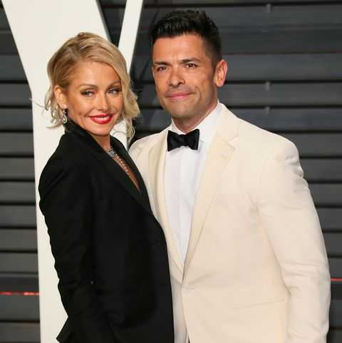 beverly hills, ca   february 26 kelly ripa and mark consuelos attend the 2017 vanity fair oscar party hosted by graydon carter at wallis annenberg center for the performing arts on february 26, 2017 in beverly hills, california photo by jb lacroixwireimage