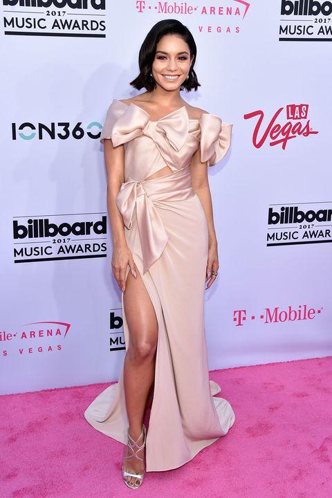 Shoulder, Clothing, Dress, Fashion model, Red carpet, Carpet, Leg, Joint, Fashion, Thigh,