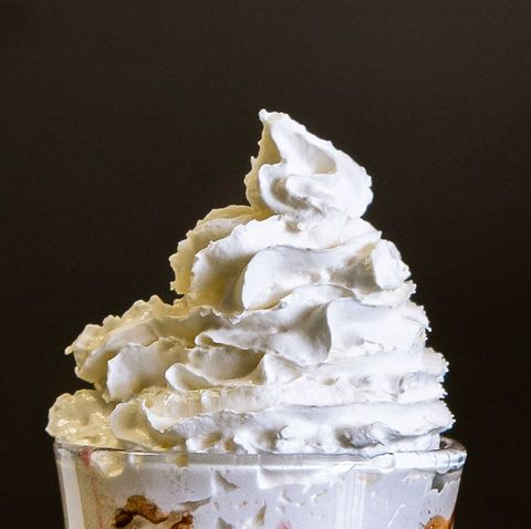 Whipped cream, Buttercream, Food, Cream, Dessert, Frozen dessert, Icing, Cuisine, Dish, Meringue,