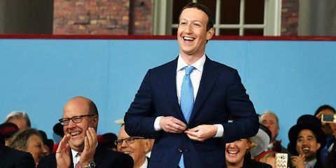 Facial expression, Event, Speech, Businessperson, Gesture, Suit, White-collar worker, Smile, Business, Laugh,