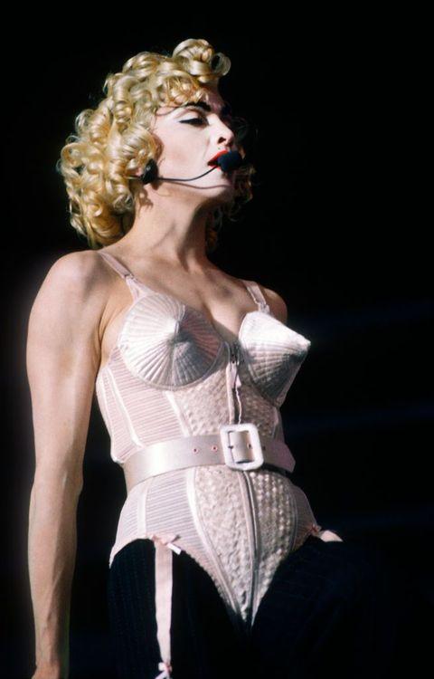 Performance, Fashion, Human body, Blond, Performing arts, Corset, Fashion design, Performance art, Neo-burlesque, Model,