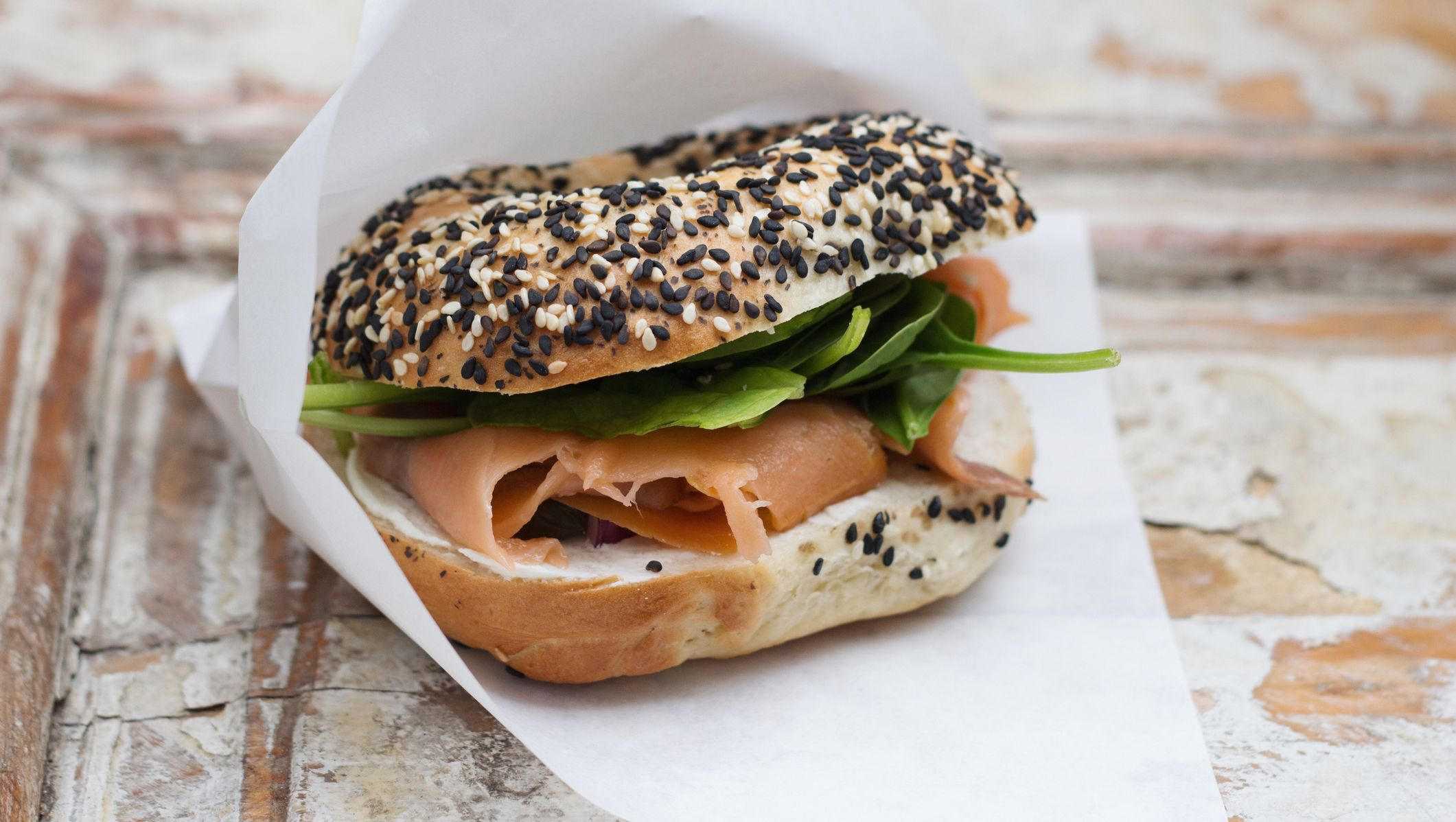 bagel salmon sandwich