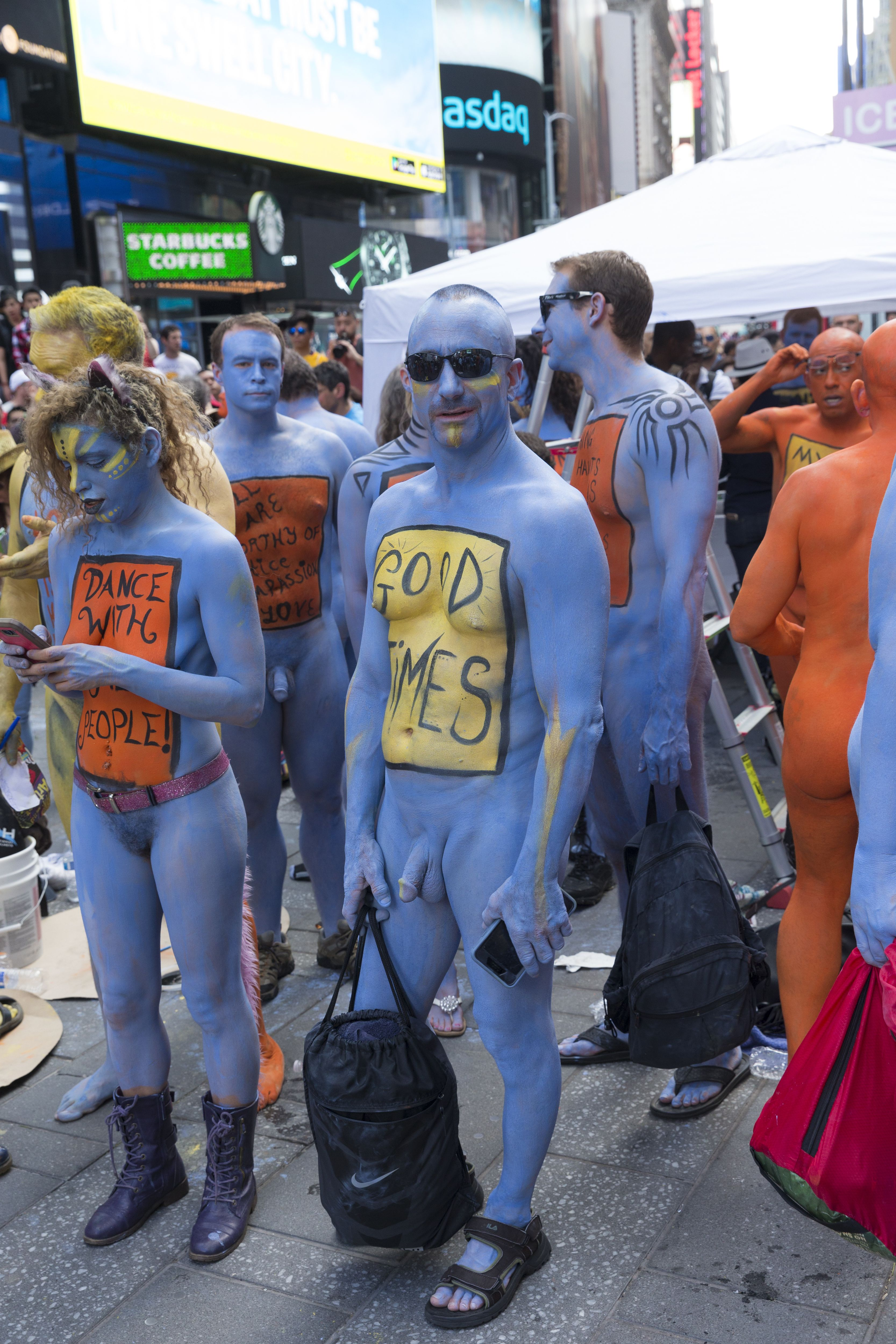Stunning: Hundreds Go Naked in Times Square for Body Positivity