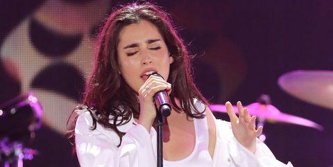 Performance, Entertainment, Music artist, Singing, Performing arts, Singer, Song, Music, Pink, Pop music,
