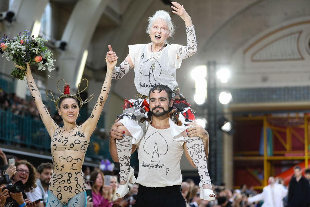 fashion-show-finale-designer-bow
