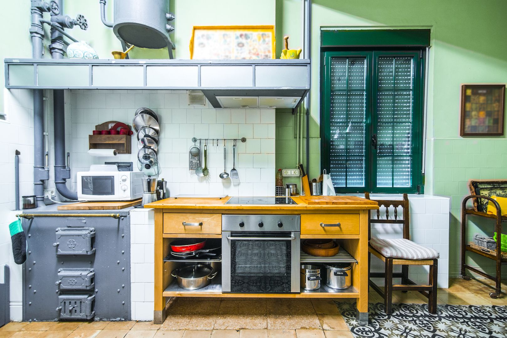 25 of The Coolest Retro Kitchens - Inspire Your Next Home Redo