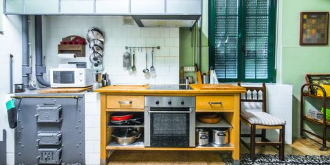 25 Cool Retro Kitchens - How to Decorate a Kitchen in ...