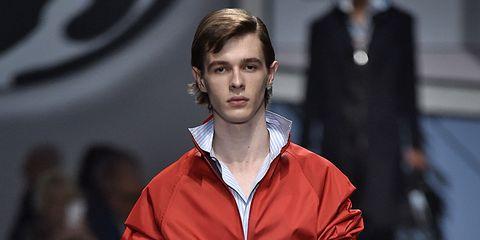 Style, Fashion show, Collar, Street fashion, Fashion model, Carmine, Fashion, Waist, Runway, Maroon,