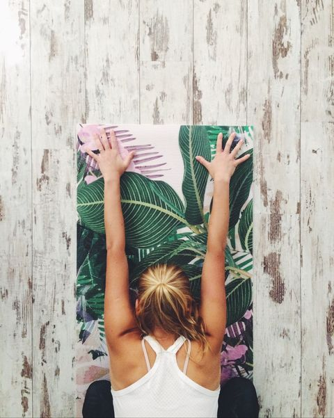Photograph, Green, Wall, Shoulder, Arm, Joint, Hand, Leg, Wood, Human body,